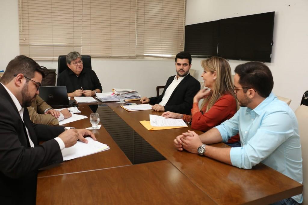 Em audiência com Wilson Filho e João Azevêdo, prefeita de Fagundes pede solução de crise hídrica no município